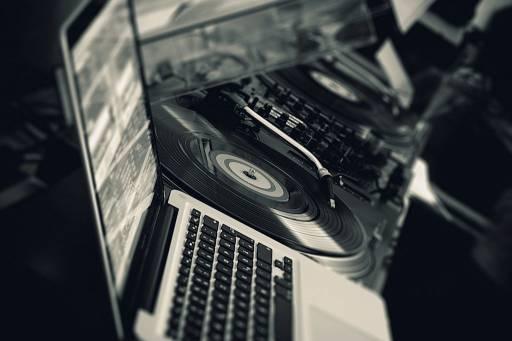 Jak odtwarzać muzykę z komputera - Windows, OS X, Linux